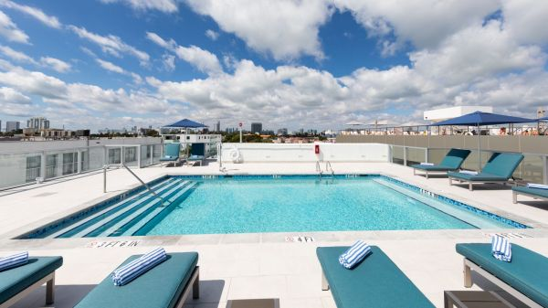 The Penguin Hotel Rooftop Pool - Oceanfront Hotel a Miami Beach